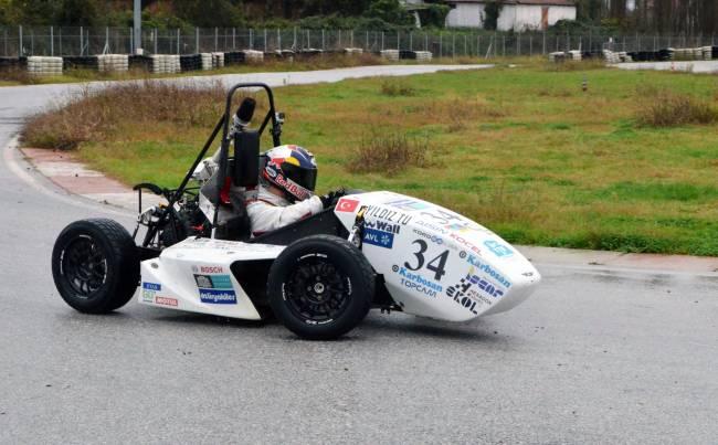 Kenan Sofuoğlu, YTÜ Formula aracını test etti